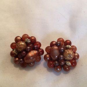 ❤️❤️ vintage pair of clip on earrings As is used